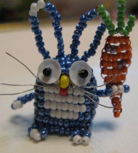 ...в детстве балуются плетением фенечек, браслетов и колье, а также маленьких фигурок зверей из бисера.