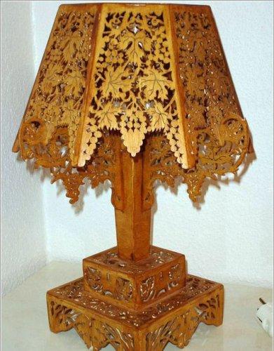 Такие поделки из фанеры просто безумно красивы!  Ажурную лампу можно выпилить, используя следующие схемы.