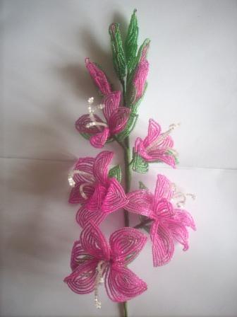 в бисероплетении цветов и