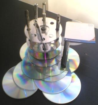 Можно ли сделать поделки из дисков своими руками?